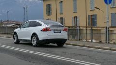 Tesla Model X Long Range: in città si muove bene