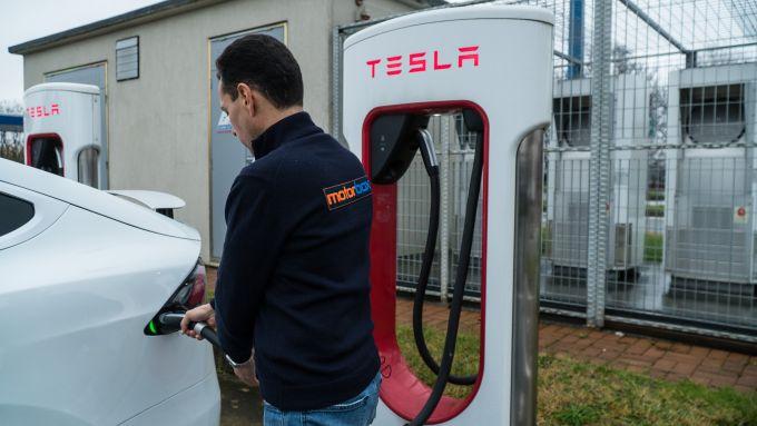 Tesla Model X Long Range: ricarica veloce alle colonnine Supercharger