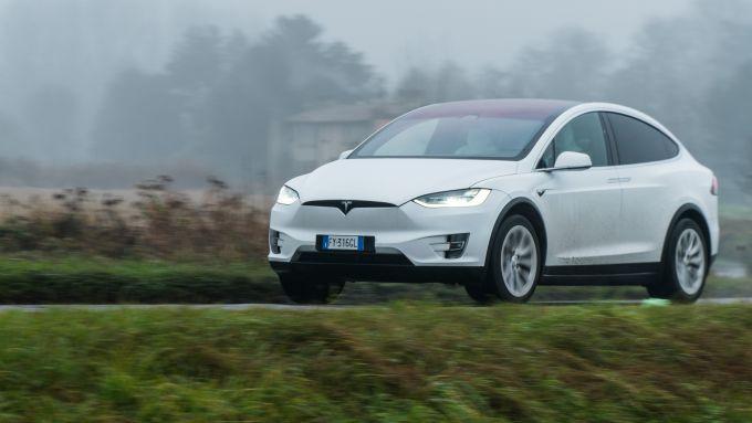 Tesla Model X Long Range: si ricarica in meno di un'ora dalle colonnine supercharger
