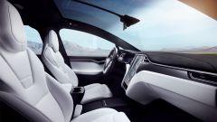 Tesla Model X Long Range: un'altra vista dell'abitacolo e dei sedili
