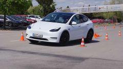 Video: Tesla Model Y, il test dell'alce del SUV elettrico