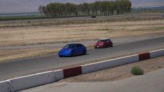 Tesla Model Y by Unplugged Performance sorpassa una Mini