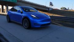 Tesla Model Y by Unplugged Performance, vista 3/4 anteriore