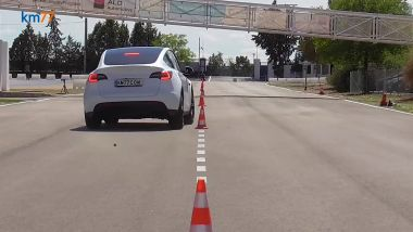 Tesla Model Y nel test di slalom