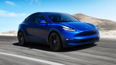 Tesla Model Y: visuale di 3/4 anteriore