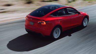 Tesla Model Y: visuale di 3/4 posteriore