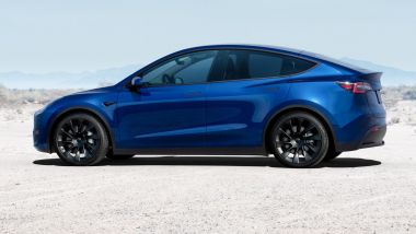 Tesla Model Y: visuale laterale