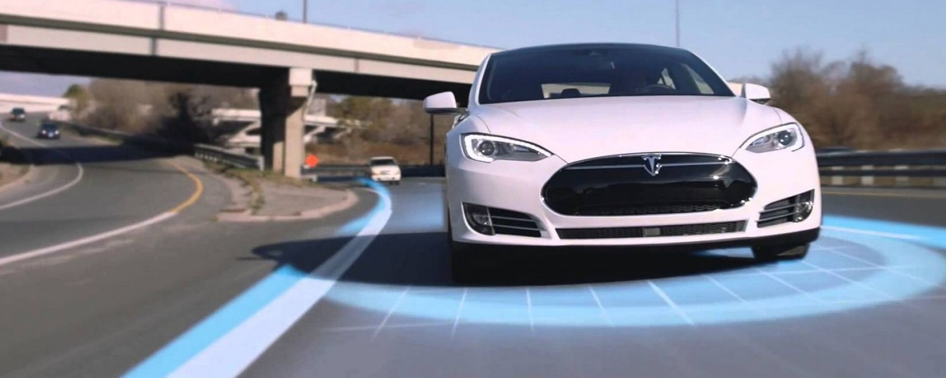 Tesla Navigate on Autopilot, per Model 3 un'altra funzione di assistenza alla guida