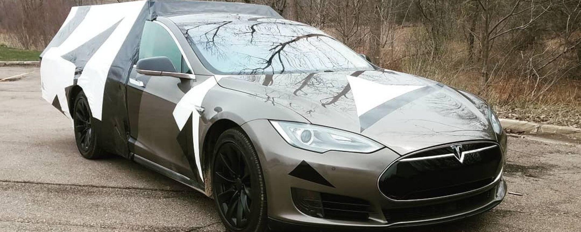 Tesla Roamer, una Tesla Model S da campeggio