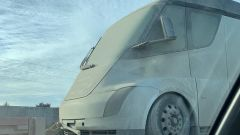 Tesla Semi: il muletto fotografato in Oregon