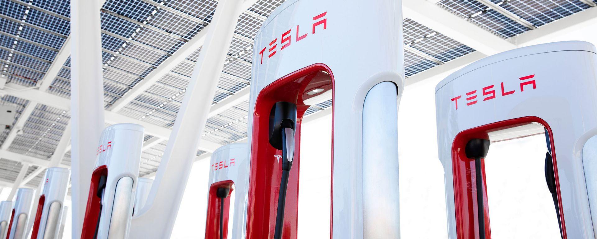 Tesla Supercharger aperti a tutte le EV? Lo annuncia Musk