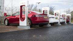 Tesla vieta l'uso dei Supercharger a taxi, Uber e imprese commerciali