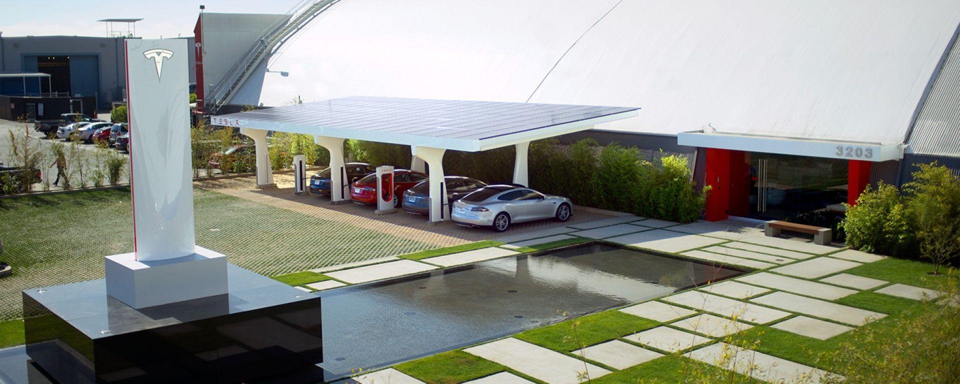 Tesla: una stazione di ricarica Supercharger