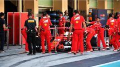 Test Abu Dhabi 2017, Sebastian Vettel ai box