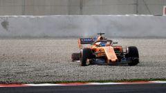 Test F1 2018 Barcellona Day 1, Fernando Alonso esce di pista con la McLaren