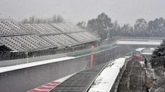 Test F1 2018 Barcellona Day 3, la neve della mattinata