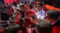 Test F1 Barcellona-2 - Day 1, Charles Leclerc (Ferrari) si concede ai tifosi
