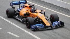 Test F1 Barcellona 2019, Sainz nella pitlane con la McLaren