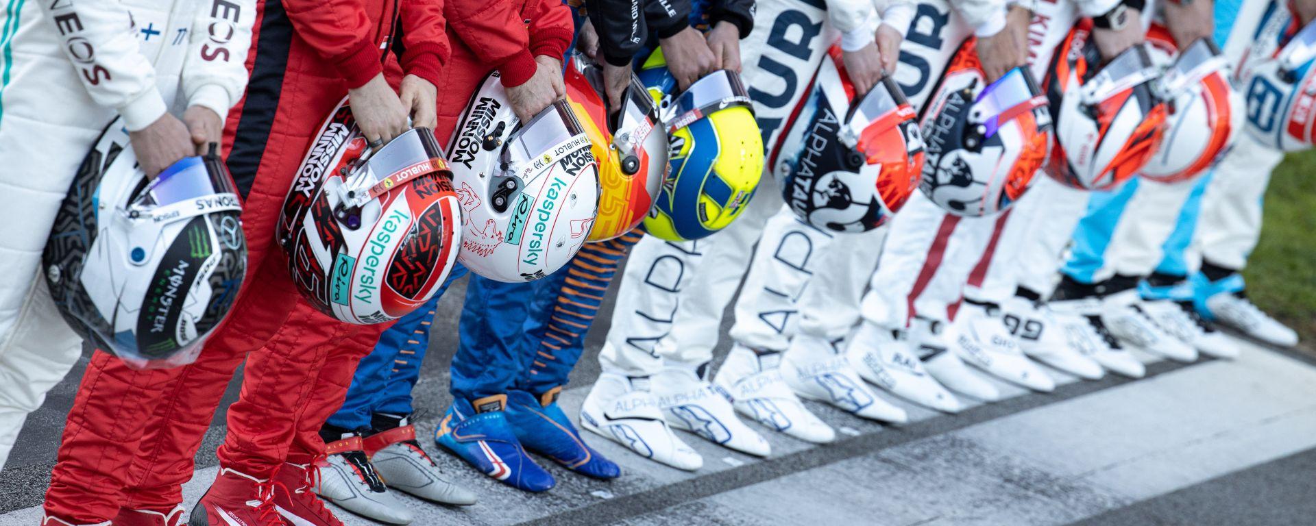 Test F1 Barcellona 2020, i caschi dei piloti 2020