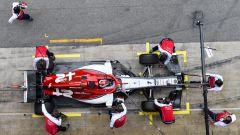 Test F1 Barcellona, Kimi Raikkonen in pitlane con la sua Alfa Romeo
