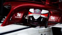 Test F1 Barcellona, Kimi Raikkonen nell'abitacolo della sua Alfa Romeo