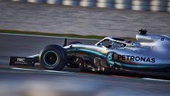 Test F1 Barcellona, Lewis Hamilton impegnato in pista con la sua Mercedes
