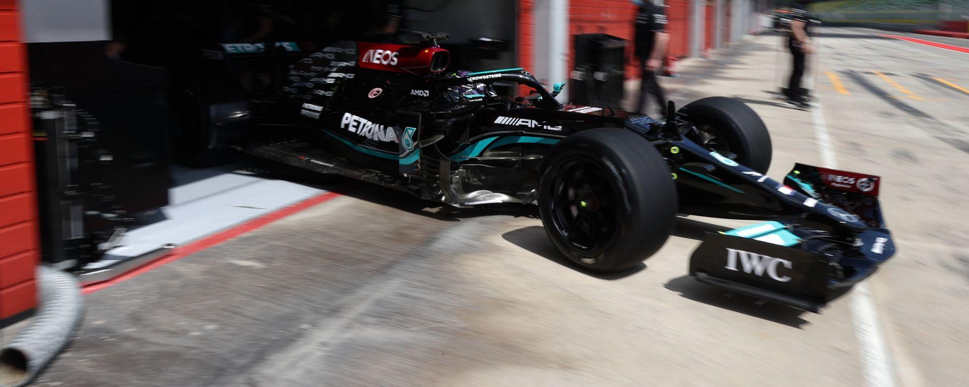 """Mercedes in pista a Imola per il test con gomme Pirelli da 18"""""""
