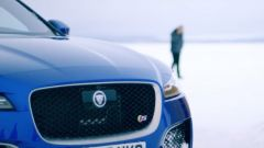 The Frozen One: Mourinho guida la Jaguar F-Pace su ghiaccio - Immagine: 11