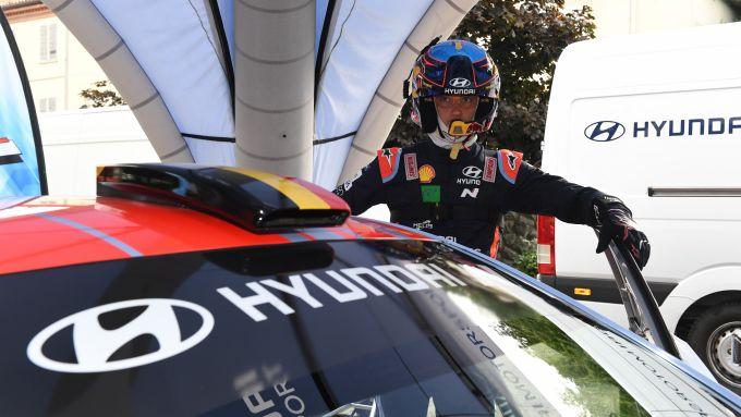 Thierry Neuville con la Hyundai i20 WRC Plus