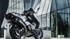 Tmax SX Sport Edition: di serie scarico Akrapovic, portatarga in alluminio e cupolino fumè