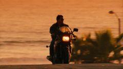 Tom Cruise in sella alla Kawadsaki GPZ 900R in Top Gun