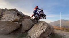 Toni Bou e Honda CRF1100L Africa Twin: trial con la maxi. Video