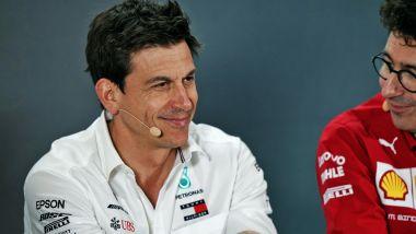 Toto Wolff (Mercedes) e Mattia Binotto (Ferrari)