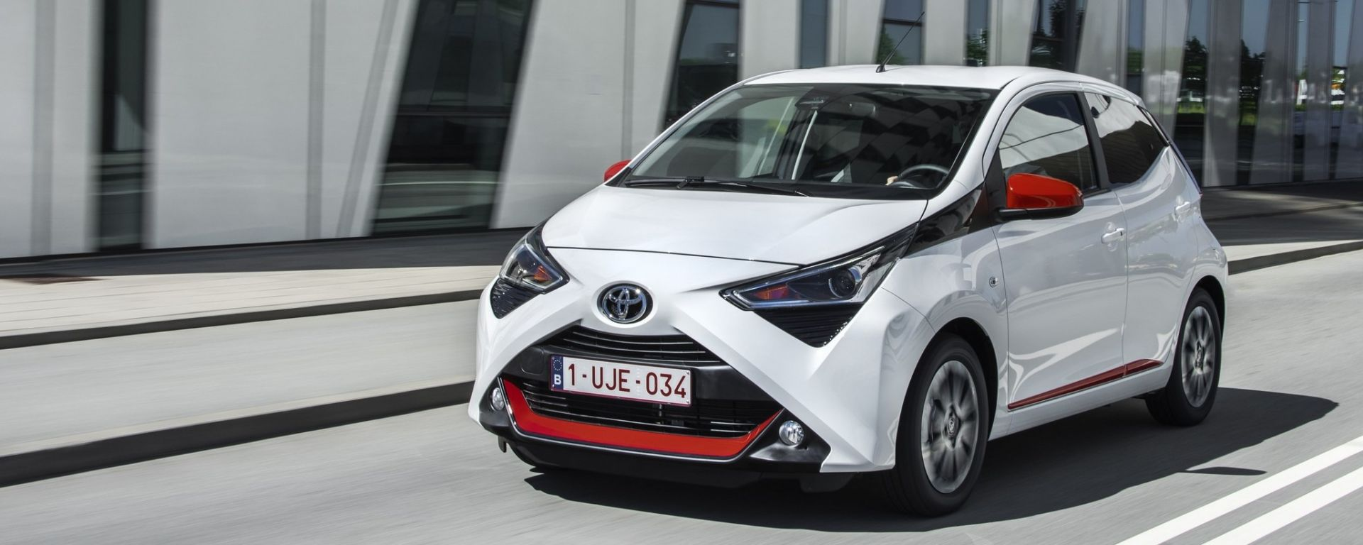 toyota aygo 2018 restyling interni uscita e prezzo motorbox. Black Bedroom Furniture Sets. Home Design Ideas
