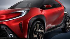 Toyota Aygo X Prologue: i fendinebbia esagonali e la videocamera sullo specchio esterno