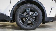 Toyota C-HR 1.2 Active: dettaglio della ruota da 17