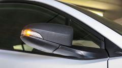 Toyota C-HR 1.2 Active: dettaglio dello specchio retrovisore