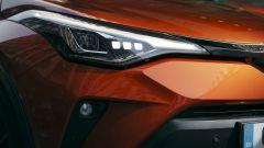 Toyota C-HR 2020, nuovi fari a LED