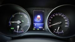 Toyota C-HR: al centro degli elementi circolari c'è il monitor del computer di bordo