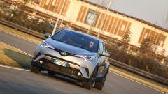 Toyota C-HR: bello il comportamento su strada