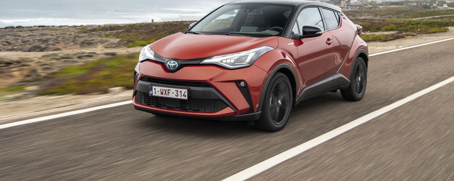 Toyota C-HR restyling, l'ibrido si fa in due. Il nostro test