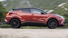 Toyota C-HR restyling, l'ibrido si fa in due. Il nostro test - Immagine: 34