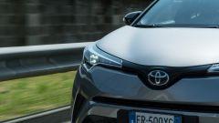 Toyota C-HR ibrida vista dinamica calandra