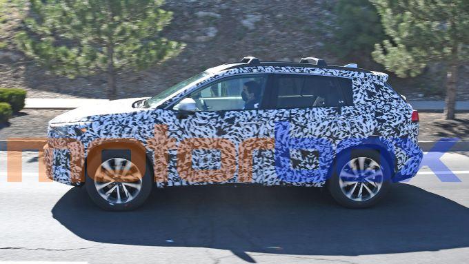 Toyota Corolla Cross: visuale laterale
