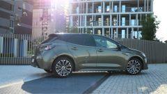 Toyota Corolla Hybrid 2019 vista laterale