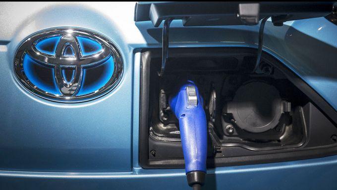 Toyota e Panasonic insieme per lo sviluppo di batterie allo stato solido
