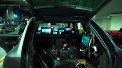 Toyota GR Supra, backstage del video The Pitch: ci sono 7 monitor sulla Porsche Cayenne camera car