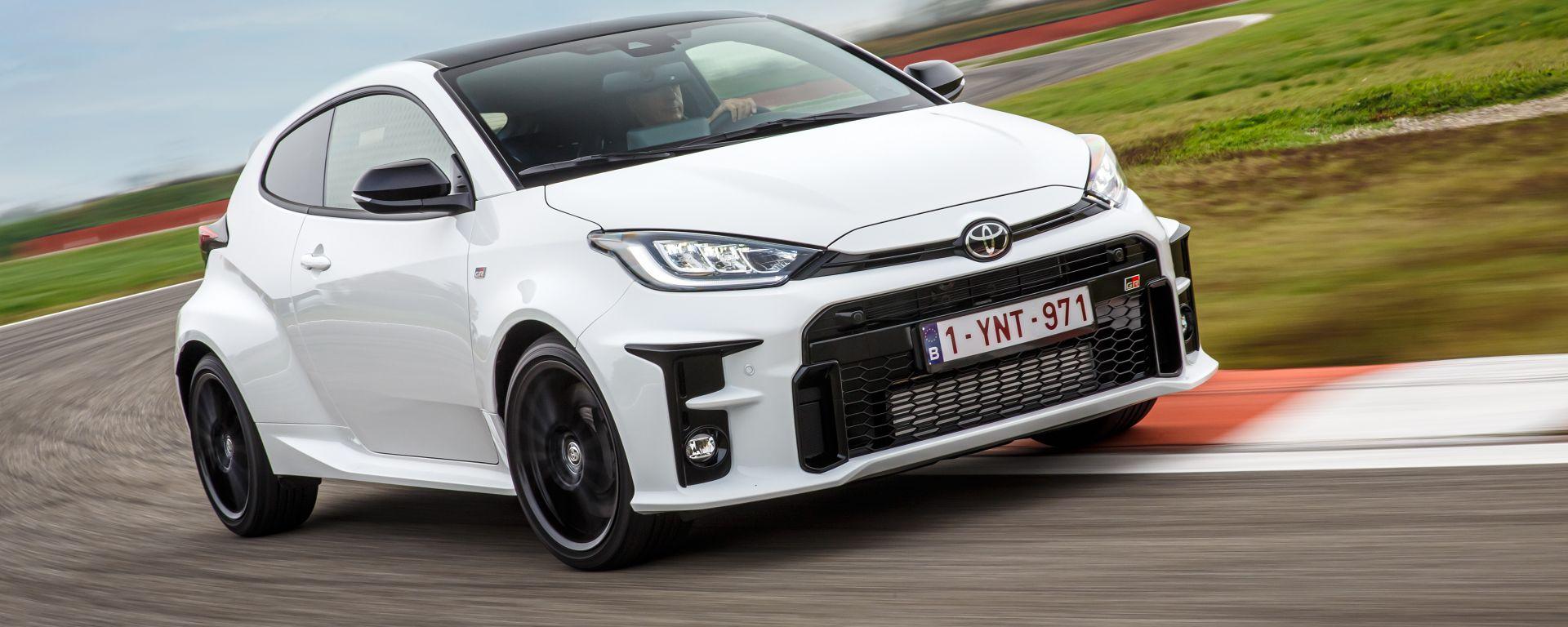Toyota GR Yaris: danza sui cordoli della pista