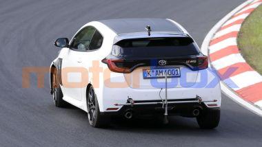 Toyota GR Yaris: foto spia del muletto al Nurburgring