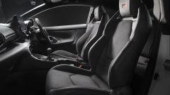 Toyota GR Yaris: gli interni e i sedili